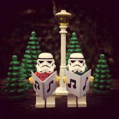 Christmas Classroom Door, Lego Christmas, Star Wars Christmas, Xmas, Star Wars Art, Lego Star Wars, Whatsapp Dp, Lego Man, Lego Guys