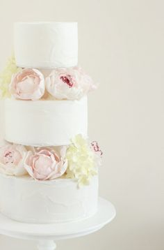 The subtle colours & simplicity of this wedding cake - gorgeous from hello naomi blog: http://hello-naomi.blogspot.com/