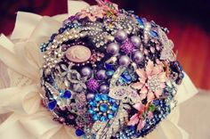 Brooch Bouquets« David Tutera Wedding Blog • It's a Bride's Life • Real Brides Blogging til I do!