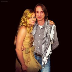 Robert Carlyle and Emilie de Ravin Look what I found. Not sure where it's from