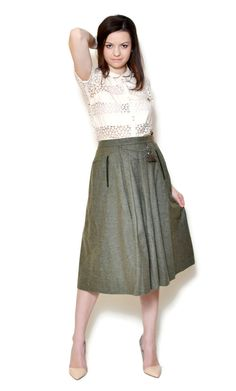 Vintage skirt made in Scotland. The model on the pictures is size S/36 and 165 cm height. Please check measurements with your own to avoid problems with the size. Make sure you double the measurements where shown (*2): Label size: S/36 or M/38 Total lenght: 74,5 cm / 29.3 inches Waist: 34,5 cm *2 / 13.6 inches *2 Hips: 59 cm *2 / 23.2 inches *2 (open) Bottom Width: 103 cm *2 / 40.5 inches *2 (open) Label: unknown Condition: perfect Colors: Green Circa: 90s...
