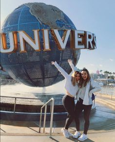 You can't not take a picture with the Universal Orlando globe. Amiright? (IG Cred: @ maccisneros)