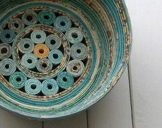En espiral papelera / Bowl brillante tonos de por BlueTangDesigns