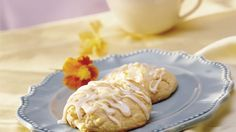 Love bakery-shop cream cheese Danish rolls? Now you can make them at home with an easy Bisquick® mix recipe.