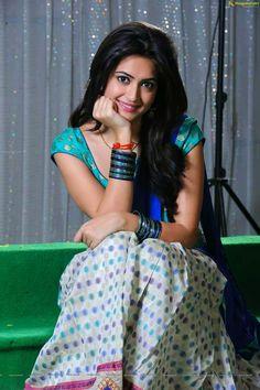 Angelic kriti Cute Beauty, Beauty Full Girl, Bollywood Girls, Bollywood Actress, Indian Bollywood, Kriti Kharbanda, Arab Girls Hijab, Indian Beauty Saree, Indian Sarees