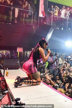Cardi B's husband Offset showers her with wads of cash Cardi B Husband, Cardi B Pics, Rapper, Concert, Celebrities, Stage, Fans, Celebs, Concerts