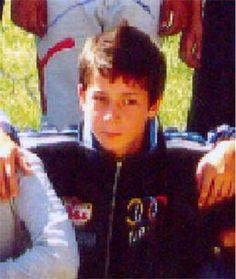 Poliţiştii buzoieni de la Compartimentul Urmăriri au reuşit să îl găsească pe Cezar Adrian Spirache, minorul în vârstă de 13 ani dat în urmărire la nivel naţional pentru dispariţie încă din luna octombrie 2012, deși fugise de acasă în luna august.    Din verificările efectuate în această perioadă de poliţişti, a rezultat că după ce a plecat de la domiciliul părinţilor săi din comuna Gălbinaşi, la sfârşitul lunii august 2012, Cezar Adrian Spirache s-a deplasat pe raza localităţii C.A…