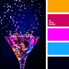 anaranjado vivo, anaranjado y azul oscuro, anaranjado y rosado, azul oscuro fuerte, azul oscuro y rosado, celeste vivo, celeste y rosado, color fucsia, colores neón, combinación contrastante de colores, frambuesa y anaranjado, rosado vivo, rosado y celeste.