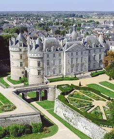 [Le Lude] - A 36 km de Chambiers, voici l'incroyable Château du Lude et ses jardins.
