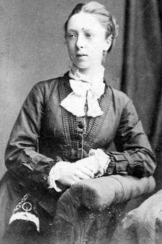 Old Tour Scotland Ancestry visit Genealogy Scottish Family History image photograph of Joy Ann Moffat from Glasgow