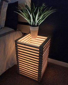 Ideia de projeto para mesinha lateral iluminada.  A noite deve ficar show   #ideiasdiferentes #referencia  Produto via @etsy