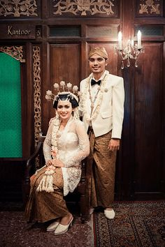 Traditional Javanese wedding as featured in Wedding Guide Asia / Photography by Reza Prabowo