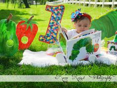 the hungry caterpillar First Birthday Pictures, Twin First Birthday, Birthday Photos, Baby Birthday, Hungry Caterpillar Nursery, Very Hungry Caterpillar, 1 Year Birthday Party Ideas, First Birthday Parties, Twins 1st Birthdays