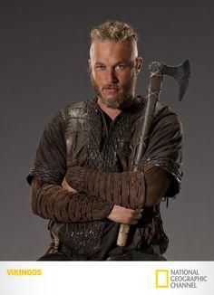 "-Travis Fimmel es ""Ragnar Lothbrok"". Vikingos. Lunes 12, 10PM / 9.30PM VE / 9PM PE #Vikingos, Via www.natgeo.tv/vikingos"