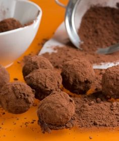parliaros-Τρουφάκια σοκολάτας με πορτοκάλι Chocolate Truffles, Chocolate Recipes, Chocolate Cakes, Sweet Corner, Christmas Dishes, Christmas Ideas, Cupcakes, Sweets Cake, Greek Recipes