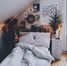 Minimalist Bedroom Design for Modern Home Decor - Di Home Design Diy Home Decor Rustic, Diy Bedroom Decor, Bedroom Ideas, Bedroom Themes, Bedroom Inspo, Bedroom Furniture, Decorating Bedrooms, Teen Bedroom Decorations, Diy Dorm Room