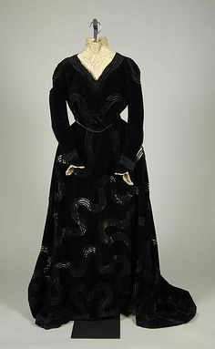 Dinner dress (image 1) | Jacques Doucet | French | 1900-1905 | silk, linen | Metropolitan Museum of Art | Accession #: 2009.300.7409a, b