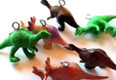 Tutorial to make glittered dinosaur ornaments.