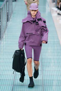 Alyx Spring 2020 Ready-to-Wear Fashion Show Collection: See the complete Alyx Spring 2020 Ready-to-Wear collection. Look 34 Couture Fashion, Runway Fashion, Mens Fashion, Guy Fashion, Fashion Menswear, Vogue Paris, Spring Fashion Trends, Winter Fashion, Daily Fashion