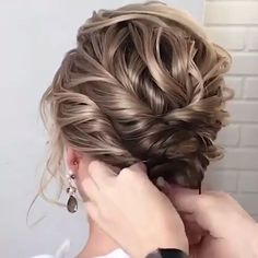 56 Updo Hairstyle Ideas & Tutorials for Wedding - Frisyrer Do you wanna learn how to styling your own hair? Well, just visit our web site to seeing more amazing video tutorials! Do you wanna learn how to styling your own hair? Wedding Hairstyles Tutorial, Bride Hairstyles, Hairstyle Ideas, Short Hair Updo Tutorial, Fashion Hairstyles, Chic Hairstyles, Makeup Hairstyle, Braided Hairstyles Updo, Peinado Updo