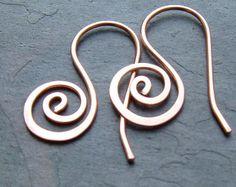 Artículos similares a Cobre pendientes cobre alambre Envuelva pendientes de Paisley, moda de primavera eco friendly joyería de cobre en Etsy