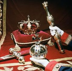 Dutch royal crown (made for Willem II 1840), scepter (Willem I 1815) and the appel (Willem II 1840)