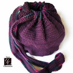 Enjoy this free crochet pattern for a crochet casual bag good for year-round use. Perfect gift project.