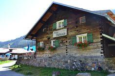 Alpe Melköde Sommer Cabin, House Styles, Home Decor, Nature Reserve, Human Settlement, Decoration Home, Room Decor, Cabins, Cottage