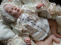 Conjunto en piqué beige con camisa, chaqueta y capota para bebés y reborn talla 0-3. #reborn #bebes #babies #babiesoutfit #rebornoutfit
