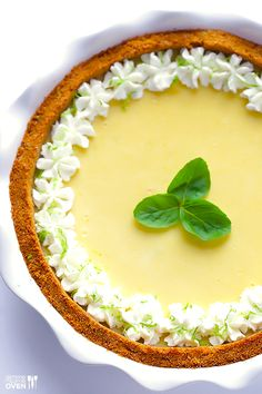 Mojito Pie -- a delicious twist on key lime pie inspired by a classic mojito drink! gimmesomeoven.com #mojito #pie #dessert