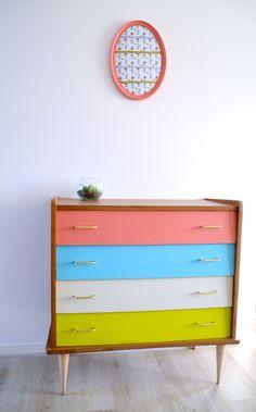 COMMODE SCANDINAVE 4 tiroirs, en bois vernis, tiroirs peints , vintage de la boutique atelierdelachoisille sur Etsy