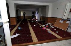 Des manifestants saccagent une salle de prière musulmane à Ajaccio Check more at http://info.webissimo.biz/des-manifestants-saccagent-une-salle-de-priere-musulmane-a-ajaccio/