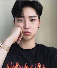 Ulzzang Men - boseok_e Cute Asian Guys, Cute Korean Boys, Pretty Asian, Asian Boys, Asian Men, Korean Boys Ulzzang, Ulzzang Boy, Korean Men Hairstyle, Hair Korean Style