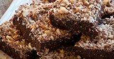 Čo by ste povedali na brownies, ktoré nemusíte piecť? Super rýchla a jednoduchá príprava, lieskovcový koláčik s plnou čokoládovou chuťou s nádychom škorice a vanilky