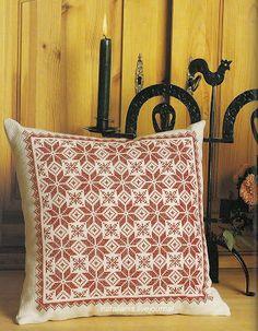 Вышивка* подушки .......................................: natalianis Cross Stitch Cards, Cross Stitch Flowers, Cross Stitching, Modern Cross Stitch, Cross Stitch Designs, Cross Stitch Patterns, Embroidered Cushions, Crochet Cushions, Blackwork Embroidery