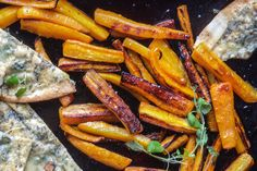 Recipe for honey roasted carrots with crunchy blue cheese flatbreads in english scroll down the page.
