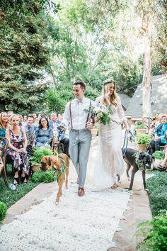 inspiration-party-mariage-bohemin-cérémonie-chien-tapis en crochet-robe en dentelle-hyppie chic-mademoiselle-claudine