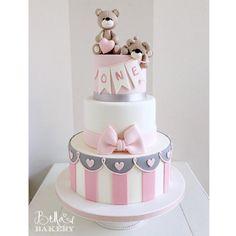 """""""Ich mag"""": 1.066, Kommentare: 13 - Bella's Bakery (@bellasbakery) auf Instagram: """"Gaias erster Geburtstagstorten von Bella's Bakery - Monza #bellasbakery # monza ..."""" - #BabyKuchen"""