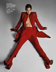 Samantha Gradoville turns up the heat for the November 2017 issue of Vogue Taiwan. Photographed by Caleb & Gladys, the American model poses in statemen Fashion Models, Fashion Model Poses, Red Fashion, Fashion Images, Fashion Shoot, Luxury Fashion, Fashion Beauty, Beauty Photography, Editorial Photography