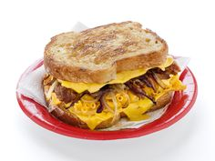 Grilled Mac 'n Cheese W/ Pulled Pork (aka Pig Mac)  - Click the pic for this grilled sandwich....  Click this link for a panini version of the same: http://paninihappy.com/grilled-mac-cheese-with-bbq-pulled-pork/