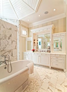 Stunning all-white bathroom with our Balneo Naos freestanding bathtub. Find more information about this #tub here : http://bainultra.com/therapeutic-baths/our-collections/balneo
