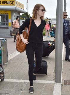 Perfect travel outfit! Emma Stone