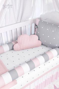 O Kit Berço Tricot Poá Rosa é um enxoval exclusivo para quarto de menina! Chic e com estampas super tendência em poá e tons suaves é perfeito para uma princesa cheia de estilo! Confira e apaixone-se! Você só encontra na Grão de Gente! #kitberço #gravidez #tricot #poá #enxovaldebe #quartodebebe #quartodemenina Baby Bedroom, Baby Room Decor, Girls Bedroom, Baby Room Design, Crib Bedding Sets, Baby Cribs, Girl Room, Babys, Manicure Pedicure