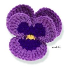 This adorable pansy looks so much like the real thing, it's almost hard to believe! This beautiful Crochet Pansy, designed by Lesley Stanfield captures the true nature of the lovely little flowers.How To Crochet A Pansy Free Pattern This Lovely Cro Crochet Puff Flower, Crochet Flower Tutorial, Knitted Flowers, Flower Applique, Crochet Roses, Crochet Stars, Crochet Brooch, Crochet Motif, Crochet Stitches