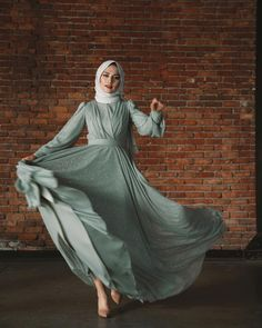 hijab dress Image may contain: 1 person, outdoor Hijab Prom Dress, Hijab Evening Dress, Hijab Style Dress, Casual Hijab Outfit, Muslim Dress, Evening Outfits, Evening Dresses, Casual Outfits, Modest Dresses