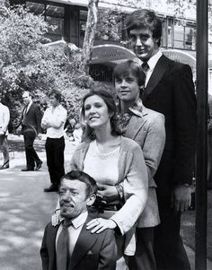 Star Wars: Peter Mayhew (Chewbacca), Mark Hamill (Luke Skywalker), Carrie Fisher (Princesa Leia), Kenny Baker (R2-D2).