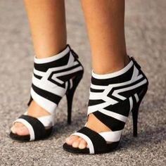 Shoespie Black and White Geometric Patterns Sandals