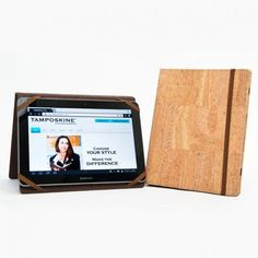 Simple yet stylish tablet cover, with elastic closure. SIZE: W x H HOW TO CLEAN: Just clean the surface of the cork with cloth and water. Iphone Mobile Phone, Cork Fabric, Tablet Cover, Phone Covers, Ipad Case, Your Style, How To Make, Surface, Closure