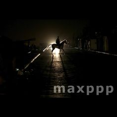 A Palestinian refugee man rides his horse in the street during a power outage in northern Gaza Strip, 18 April 2017. EPA/MOHAMMED SABER (MaxPPP #photo #photos #pic #pics #picture #pictures #snapshot #art #beautiful #instagood #picoftheday #photooftheday #tbt #cute #followme #follow #color #exposure #composition #focus #capture #moment #photojournalism #photojournalisme #maxppp #gaza #horses #cheval