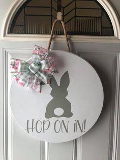 Easter Door Hangers - Craft and Beauty Spring Projects, Spring Crafts, Holiday Crafts, Holiday Decor, Hanger Crafts, Wood Crafts, Diy Crafts, Hoppy Easter, Easter Bunny